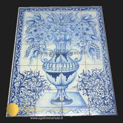 Pannello in ceramica di Caltagirone dipinta a mano. Vaso in monocromia blu cobalto