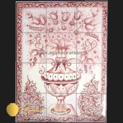 Pannello in ceramica di Caltagirone dipinta a mano. Vaso con fiori in monocromia bordeaux