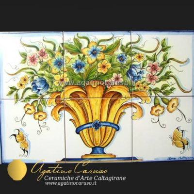 Pannello in ceramica di Caltagirone dipinta a mano. Vaso fiorito