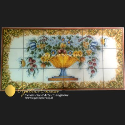Pannello in ceramica di Caltagirone dipinta a mano. Fiori terre mediterranee