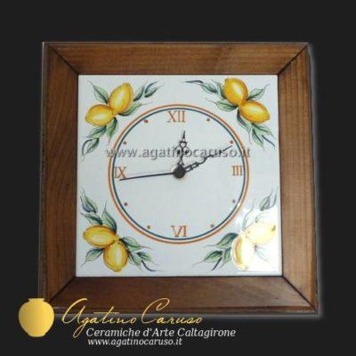 Orologio in ceramica di Caltagirone dipinta a mano, con limoni