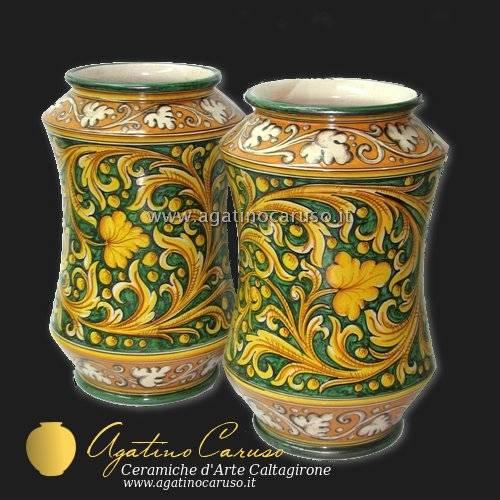 Vasi artigianali tipici della città di Caltagirone