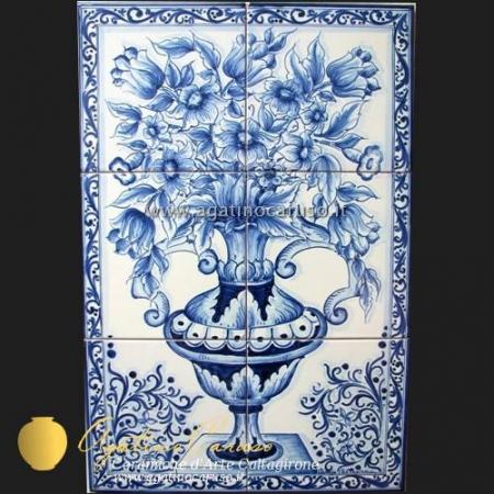 Pannello in ceramica di Caltagirone dipinta a mano. vaso con fiori in blu