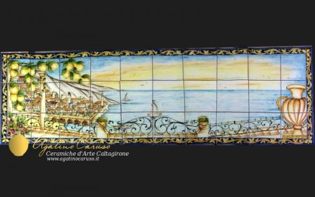 Pannello paesaggistico in Ceramica di Caltagirone dipinto a mano. Raffigurante terrazza che si affaccia sul mare