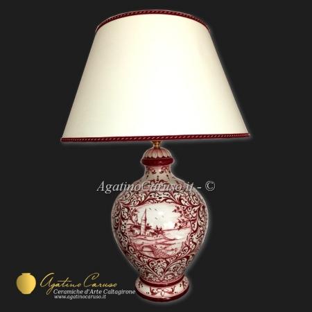 Lampada in ceramica di Caltagirone decorata a mano con decoro vegetale bordeaux e paesaggio centrale